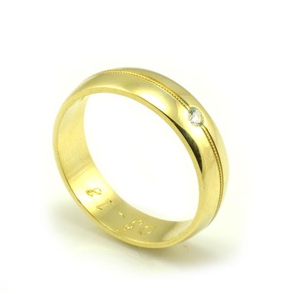 Svadobné obrúčky zo žltého zlata polguľaté široké 5 mm, jemná rytina - dámska