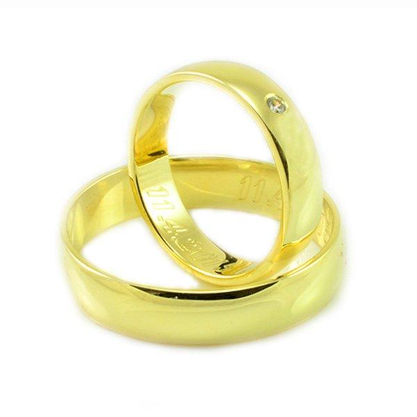 Svadobné obrúčky zo žltého zlata polguľaté široké 5 mm s kamienkom