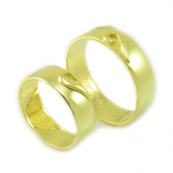 Svadobné obrúčky zo žltého zlata s plastickým srdiečkom