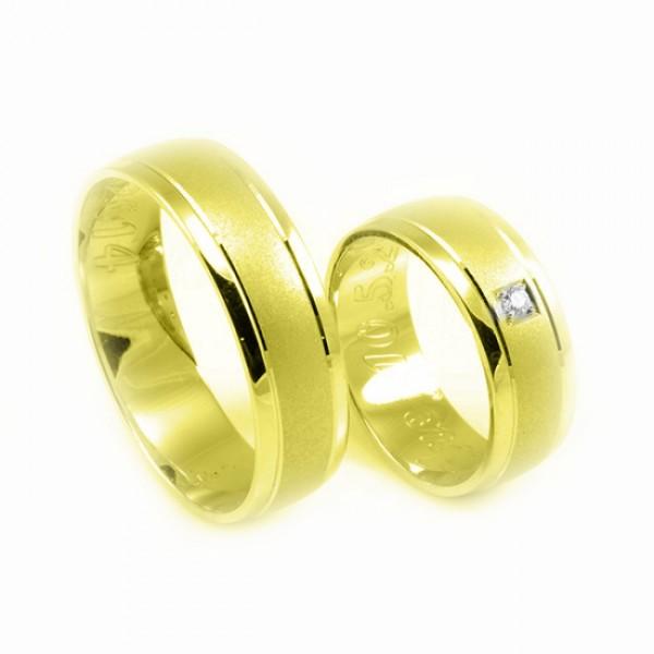 Svadobné obrúčky zo žltého zlata matný stred, jeden zirkón